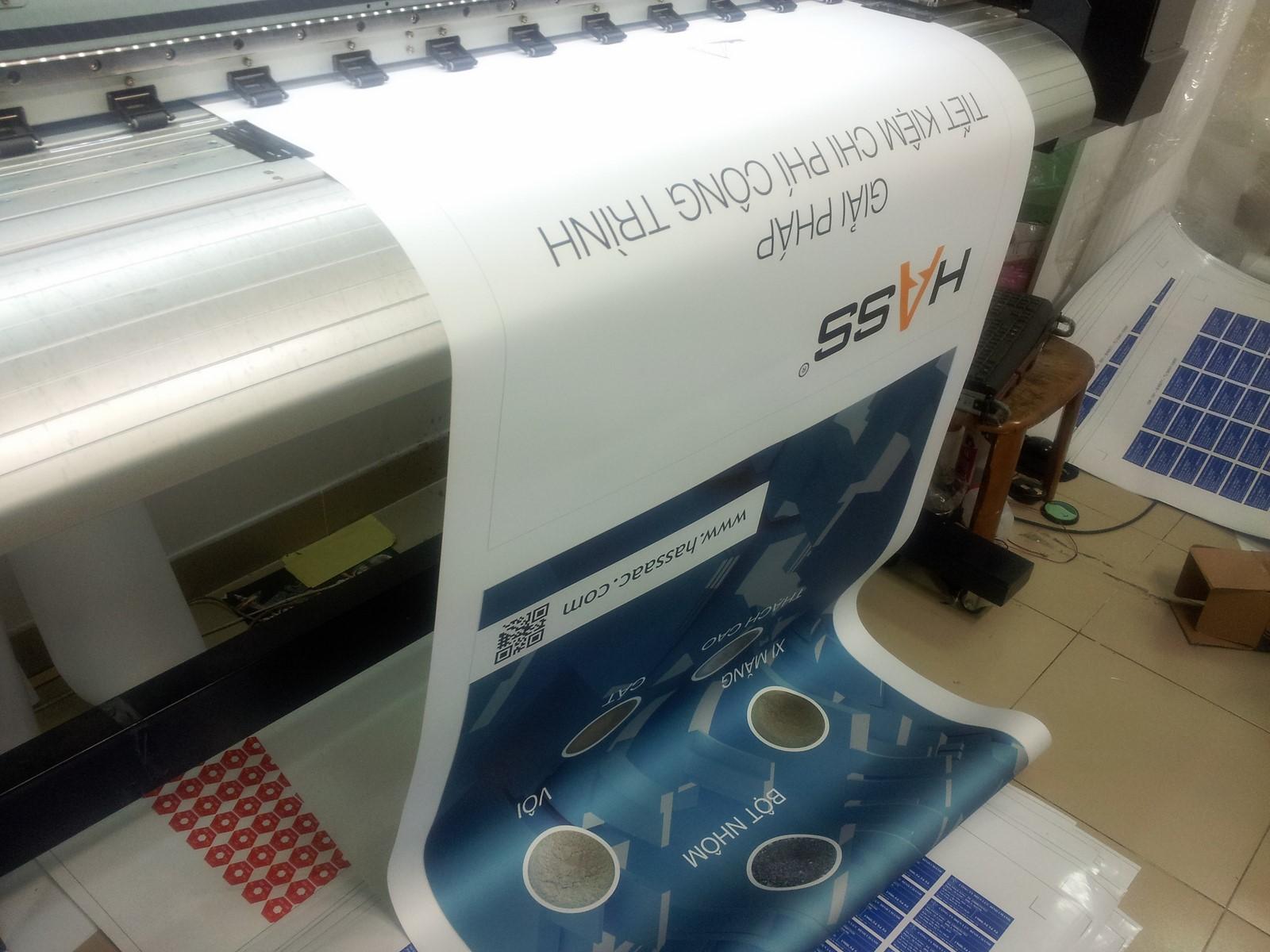 Thực hiện in ấn trực tiếp sản phẩm poster banner từ máy in khổ hơn, hoạt động theo công nghệ Nhật cho hình ảnh siêu nét, màu sắc poster siêu đẹp