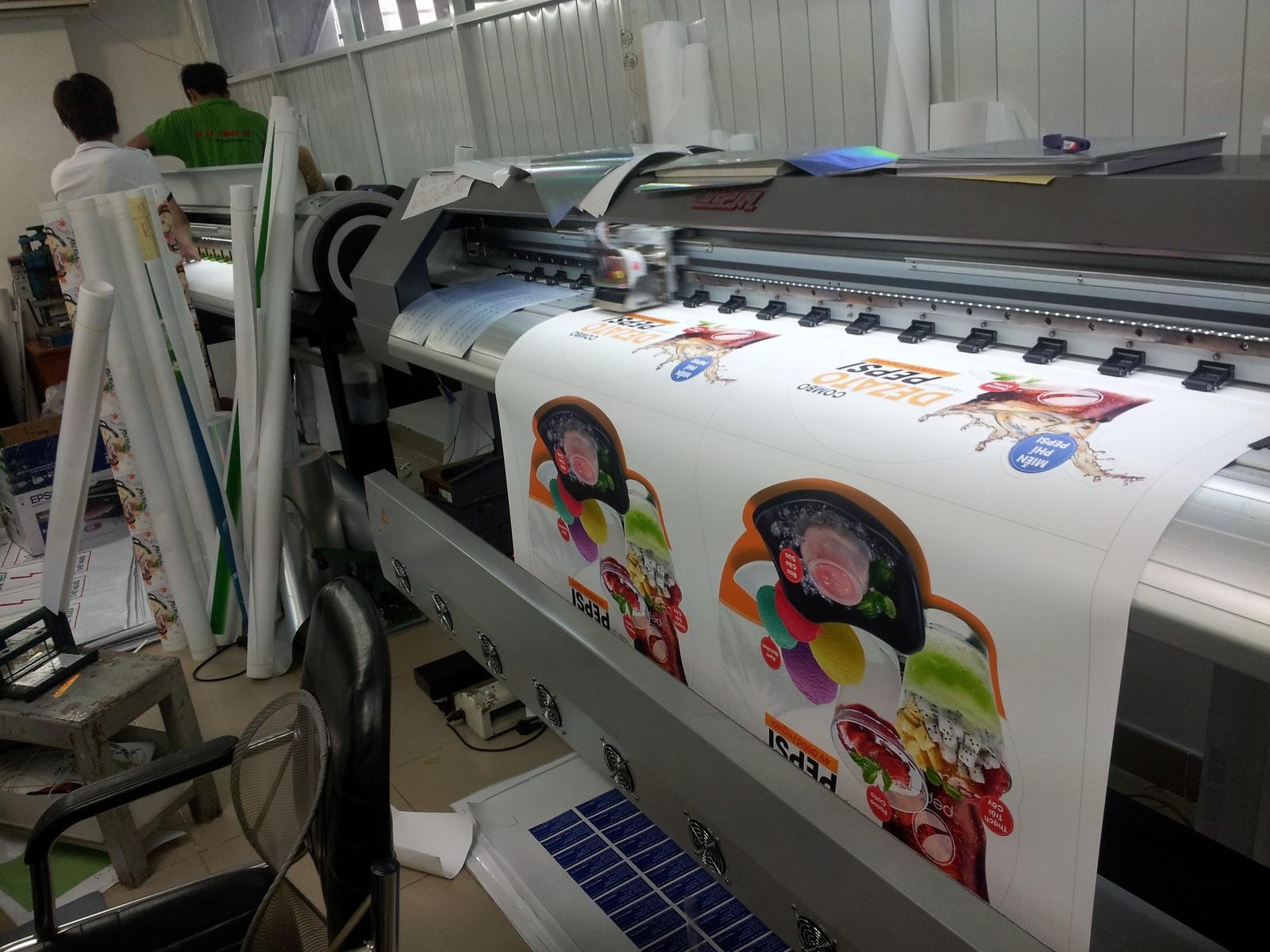 Thực hiện in poster dán kính bằng máy in hiện đại Mimaki Nhật Bản cho thành phẩm siêu đẹp về cả màu sắc, hình ảnh và kích thước